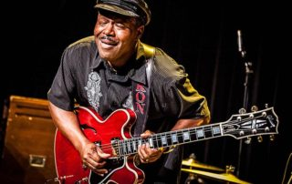 Saron Crenshaw and Blind B' and The Visionairs en Little Bobby